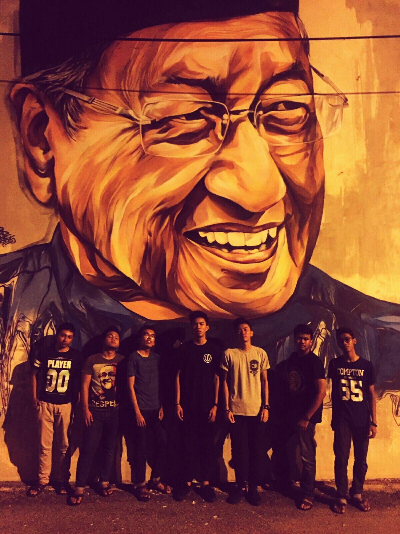 friends Streetart #street #streetphotography #tagsforlikes #sprayart #urban #urbanart #urbanwalls #wall #wallporn #graffitiigers #stencilart #art #graffiti #instagraffiti #instagood #artwork #mural #graffitiporn #photooftheday #stencil #streetartistry #photograp TunMahathir Lepaking Timahan
