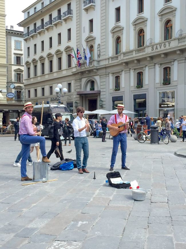 Musicians playing music and singing in the piazza Della Repubblica Enjoying The Music The Place I've Been Today Walking Around People Watching Mobile Photograpgy Sunny Weather Hello World Tourism In Florence A City To Remember Holidays Visiting Having A Good Time Nice Picture Check It Out
