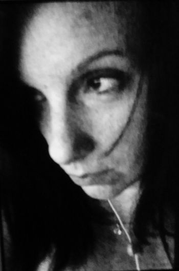 The Portraitist - 2015 EyeEm Awards The Portraist Black And White That's Met Deep Thoughts Music Music Is My Life Serious Selfie Look