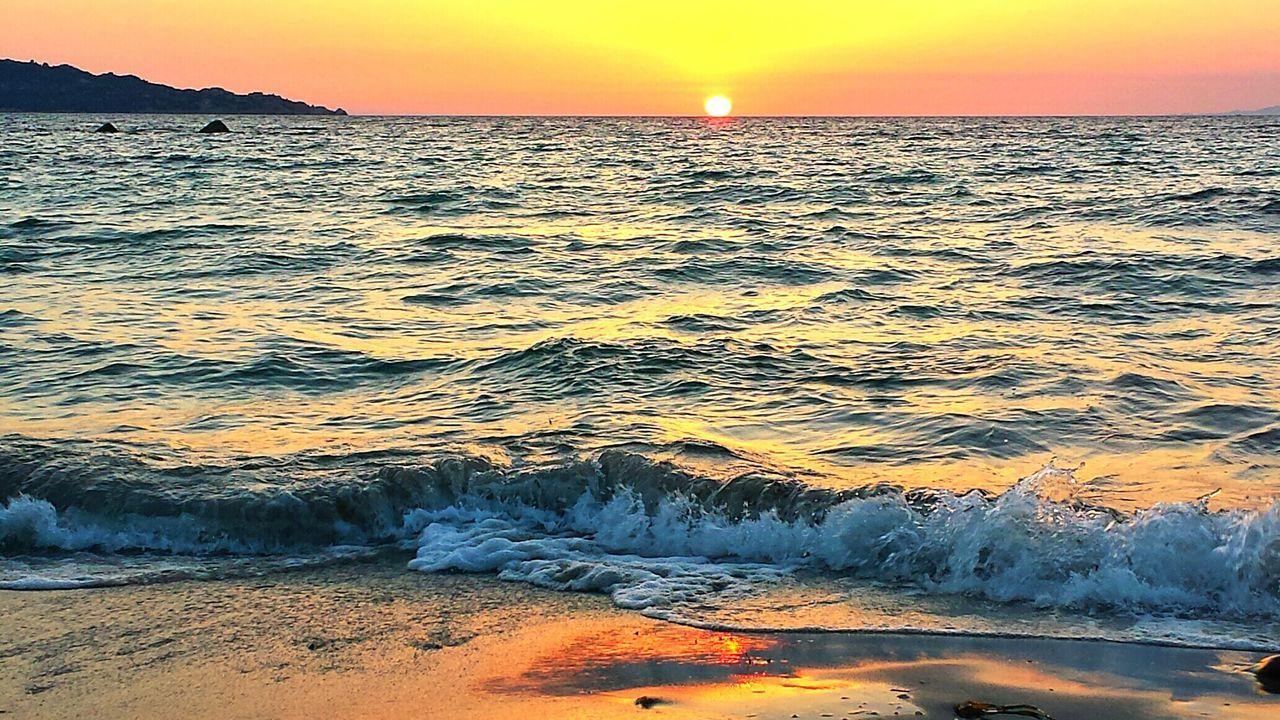 Sol Puesta De Sol Increible Puestadesol Beachphotography Lamaddalena Sunlight