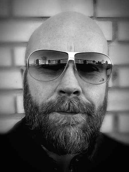 Sunglasses Only Men Front View One Man Only One Person Adults Only Headshot Human Face Close-up Adult Portrait Looking At Camera Beard People Human Body Part Men Real People Indoors  Day