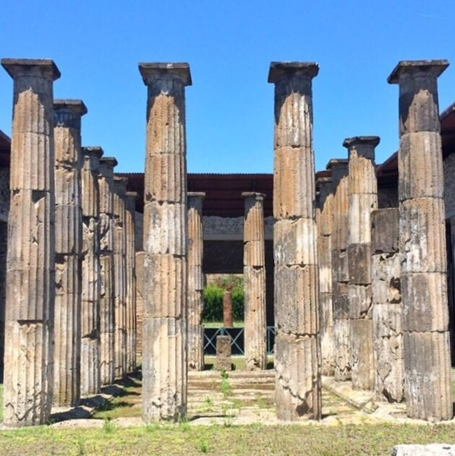 Symmetrical ancient symmetry, Pompeii, Italy History Pompeii  Photooftheday