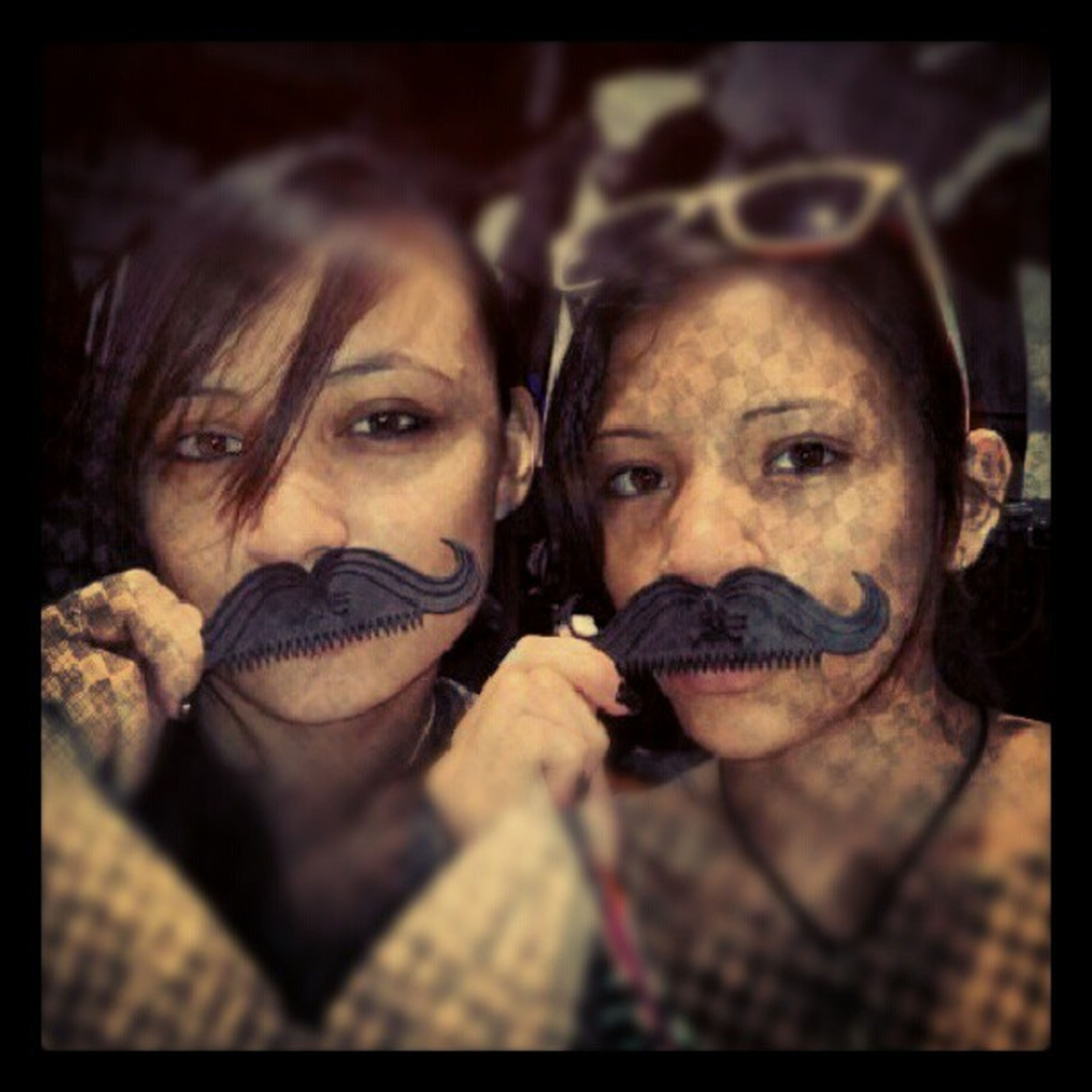 Sunnies Hands Roar Igeroftheday Iger Adorable Funny Sisters Pictimes moustachpopular Sneakymexican LOL Gold