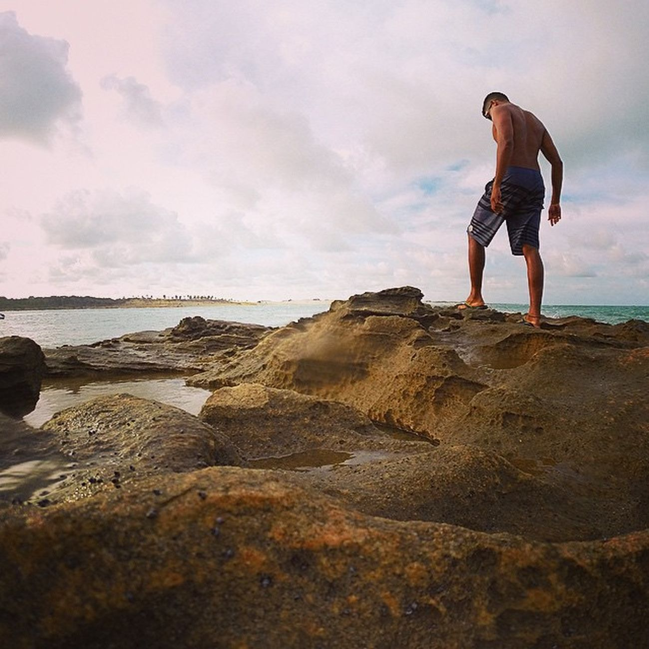 Namorando com a paz! 🌊☁️🌀 Allallauu Gopro Goprosurf Goprohero4 Goprobrasil Goprophotooftheday Paraíso Rapaduratimes Phototheday Avidaqueeuqueria Session Surfstorm Surfingiseverything Lifestyle LiveTheSearch Bigswell Mar