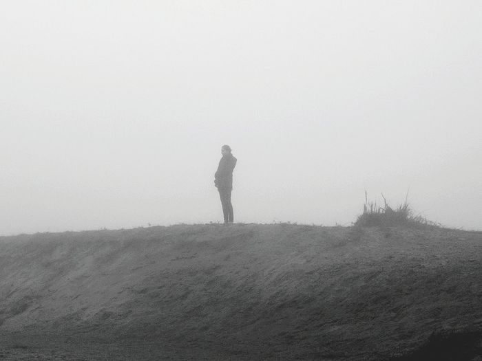Carpe Diem Bnw Winter Morning Foggy Morning Black & White Bnw_collection Bnw_friday_eyeemchallenge Bnw_captures Monochrome_life Black And White Silhouette People Watching Sandbank Fog_collection Foggy Day