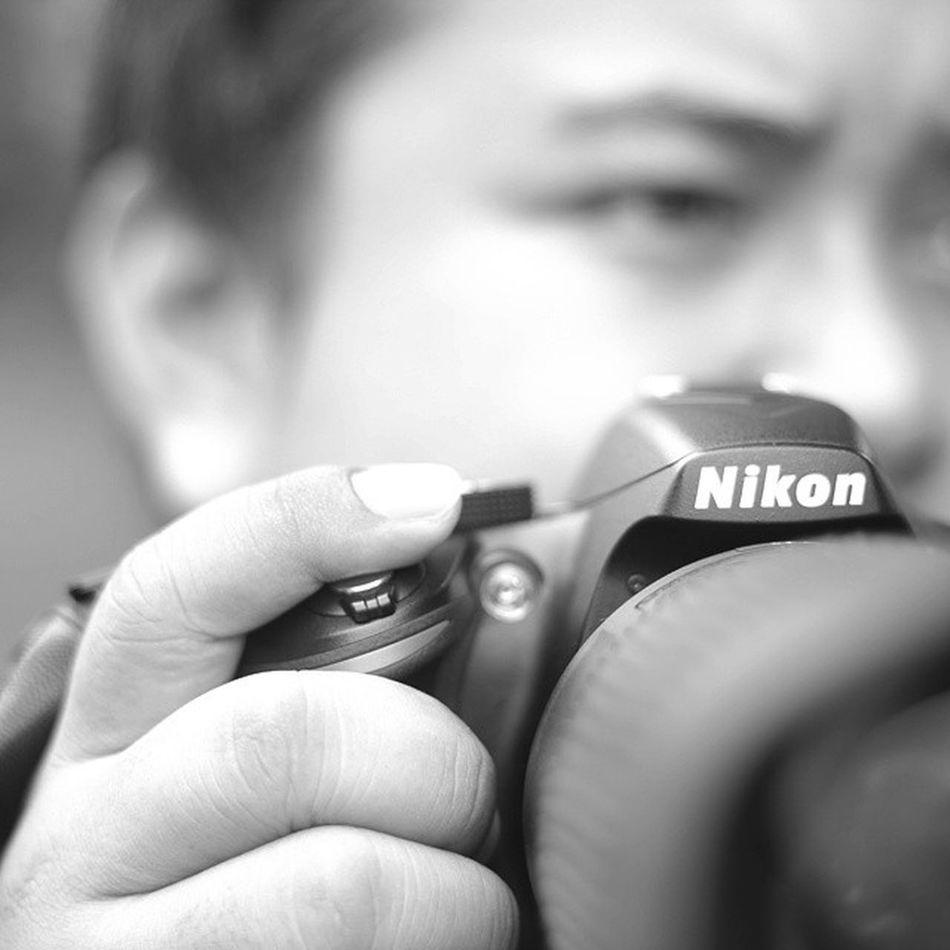 "Karena foto harus ""Bercerita"" Blackandwhitephotography ""BW Nikonian Nikon Telelens Hand Finger Eye Nose Button Vr Photographer Day LoveBW"