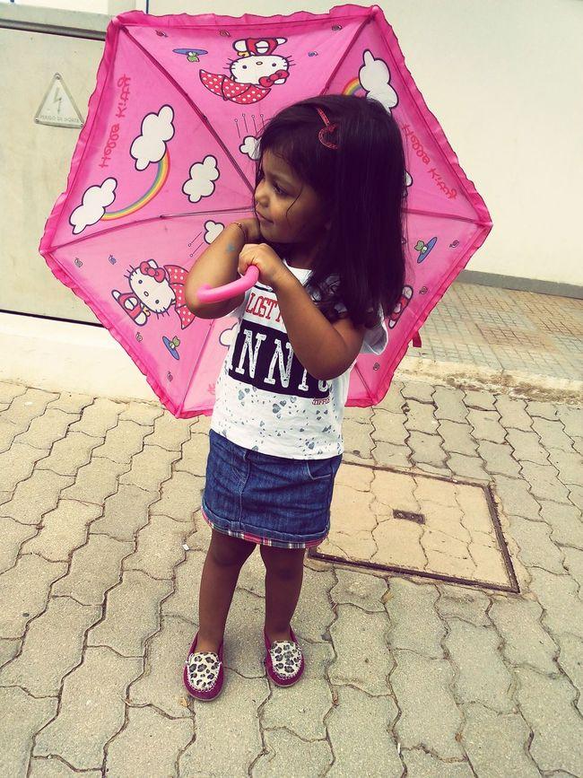 Uma pinga de chuva e quis lpgo o guarda-chuva.. kkk NoinhaLindaEBirrentaDaMamã 😰