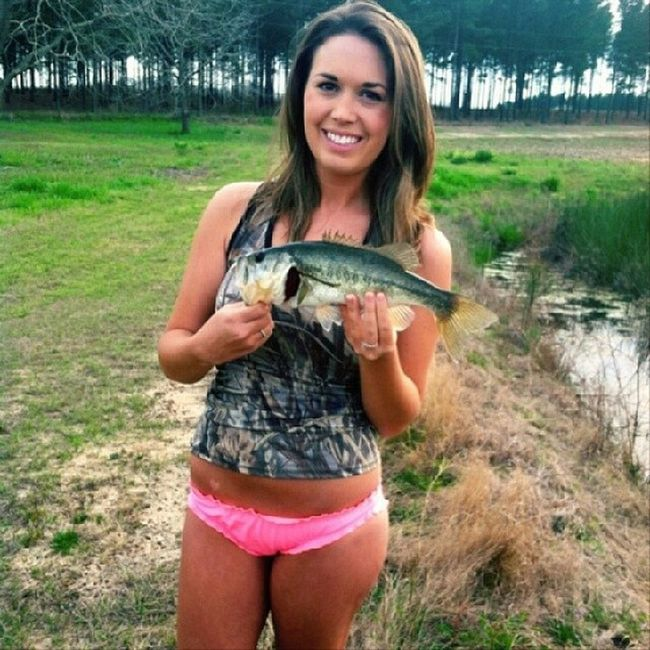 Our girl Shea @sheadanielle_ out bass fishin sporting her handmade camo tank:) Thanks for sharing pics shea! Camogirlbrand Camo Camogirl