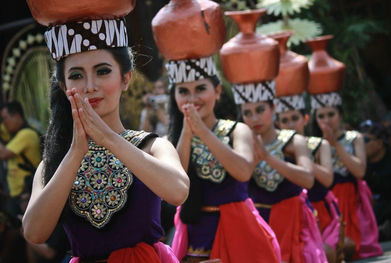 Tari buyung Serentaun INDONESIA Showcase: February Culture Kuninganjabar Kuningan Cigugur Women Around The World