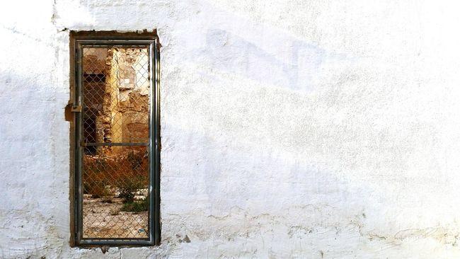 Antique Old Retro Vintage Doors Lover Old Door Doors Door Ruined Building Ruins Architecture Demolition Old Buildings Closed Door Urban Windows And Doors Alicante Alicante, Spain Barrio De Santa Cruz Urban Photography Street Art Street Photography Ruin Art Gallery White Wall Shadow