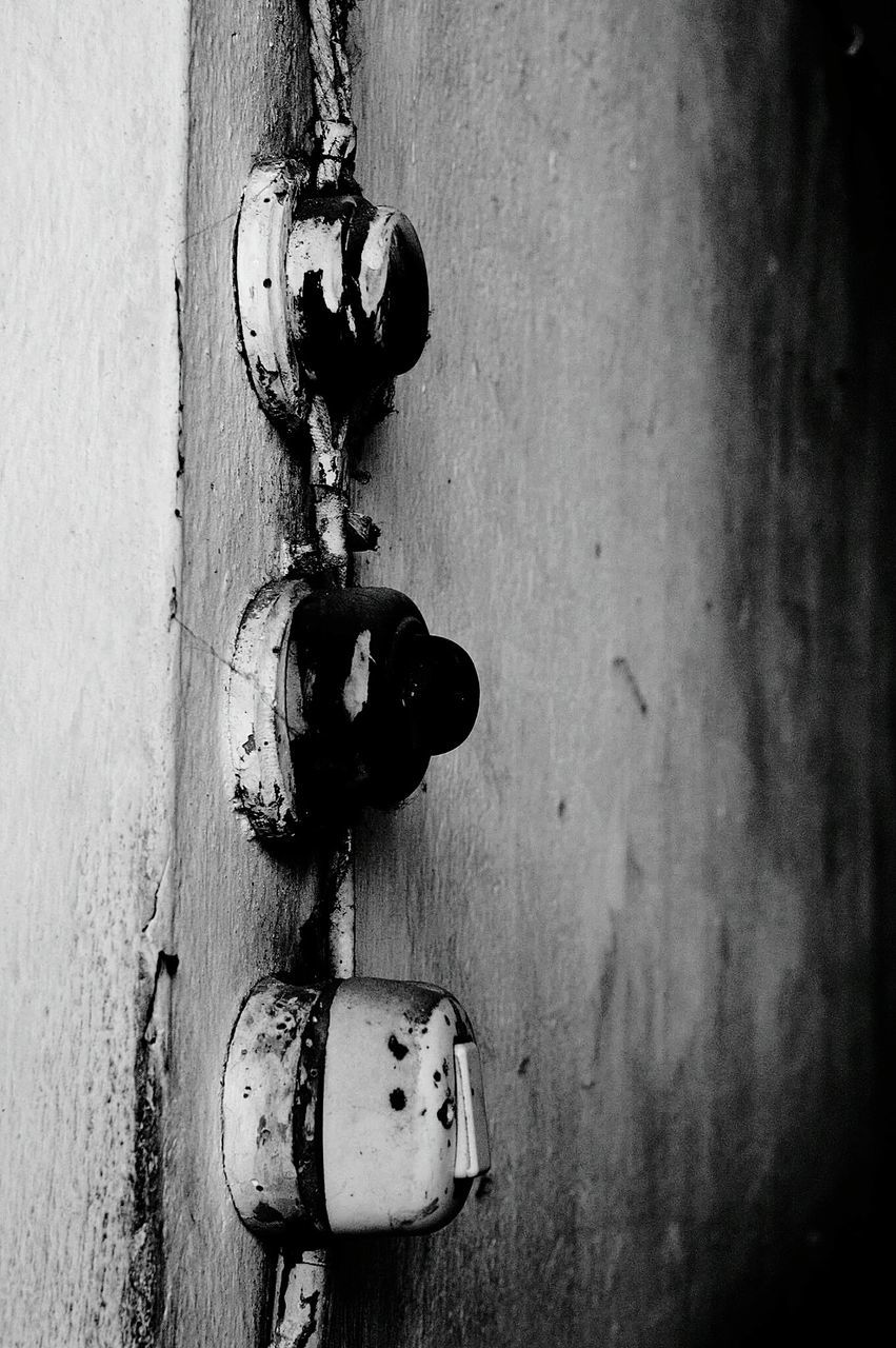 door, close-up, weathered, metal, day, no people, rusty, outdoors, textured, latch