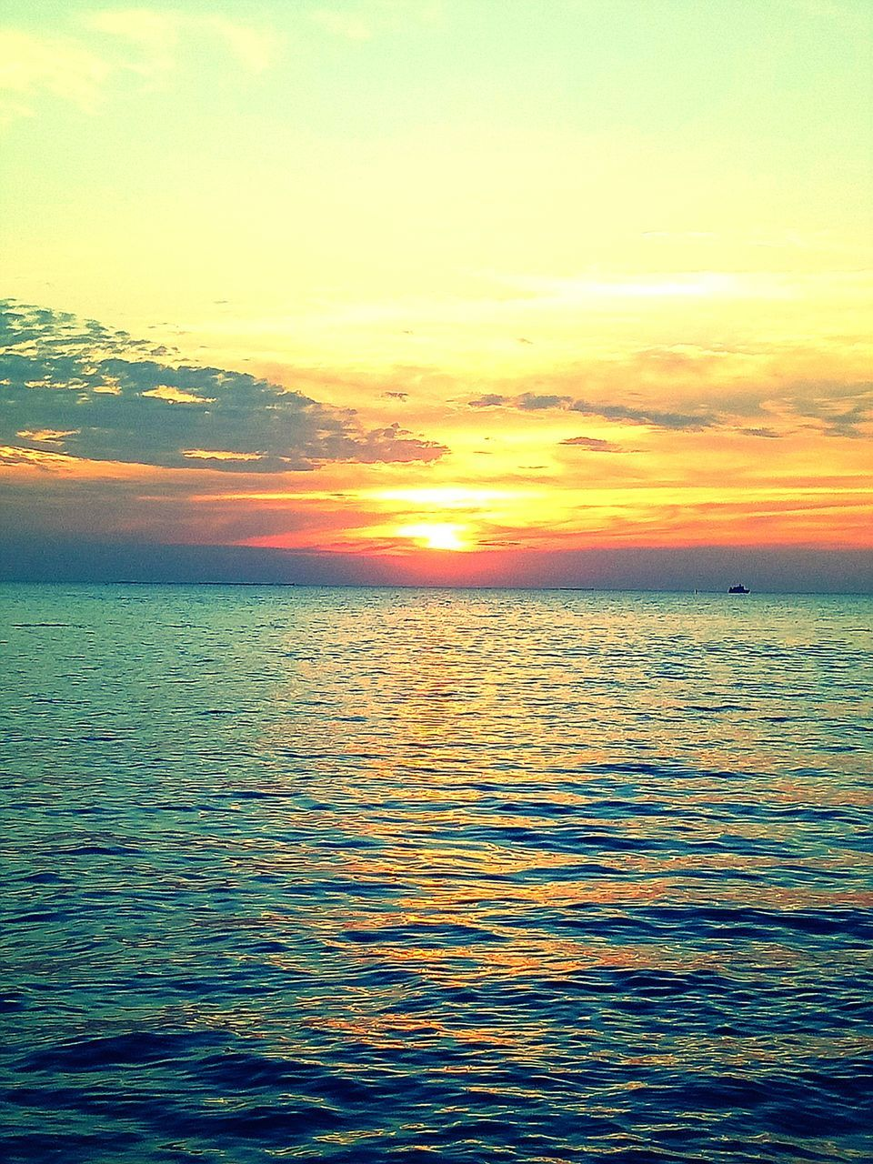 sea, sunset, beauty in nature, scenics, tranquil scene, tranquility, water, nature, idyllic, sky, horizon over water, rippled, no people, cloud - sky, outdoors, waterfront, sun, beach, vacations, day