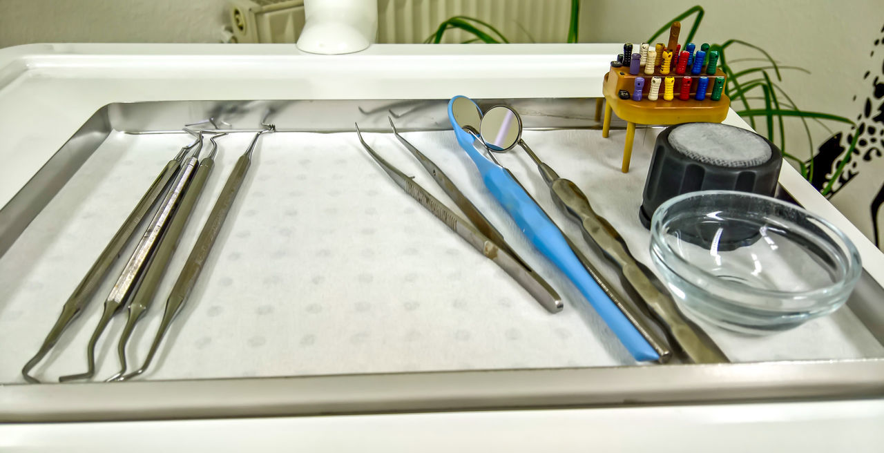 Arrangement Bohrer Dental Root Canal Treatment Dentist Dentist Tools Doctor  Equipment Large Group Of Objects Medical Medical Treatment Mirrow No People P Still Life Tooth Variation Vorbereitung Zahnarzt Zahnwurzelbehandlung