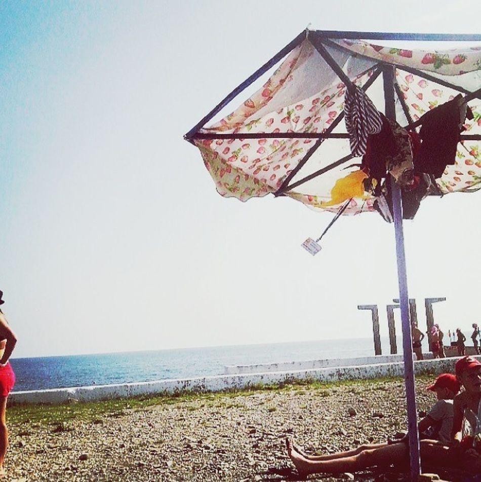 Этот берег морской,навсегда меня забрал с собой,к себе шате  Черное море Hello World
