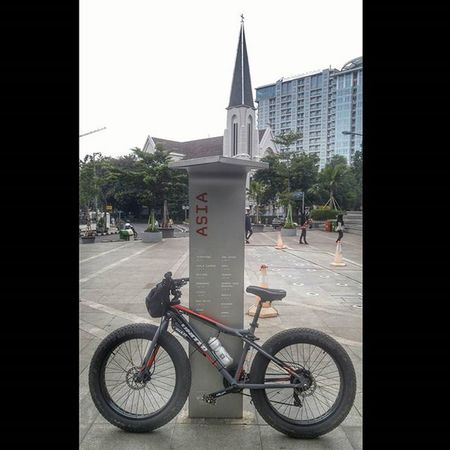 Catedral Cathedral Church ASIA Park Bike Bicycle Fatbike United Grind Fatbikeworld Val  2016 Polarbottle Eibag LG  G4 LGG4 😚 Bandung Bandungjuara ⛪
