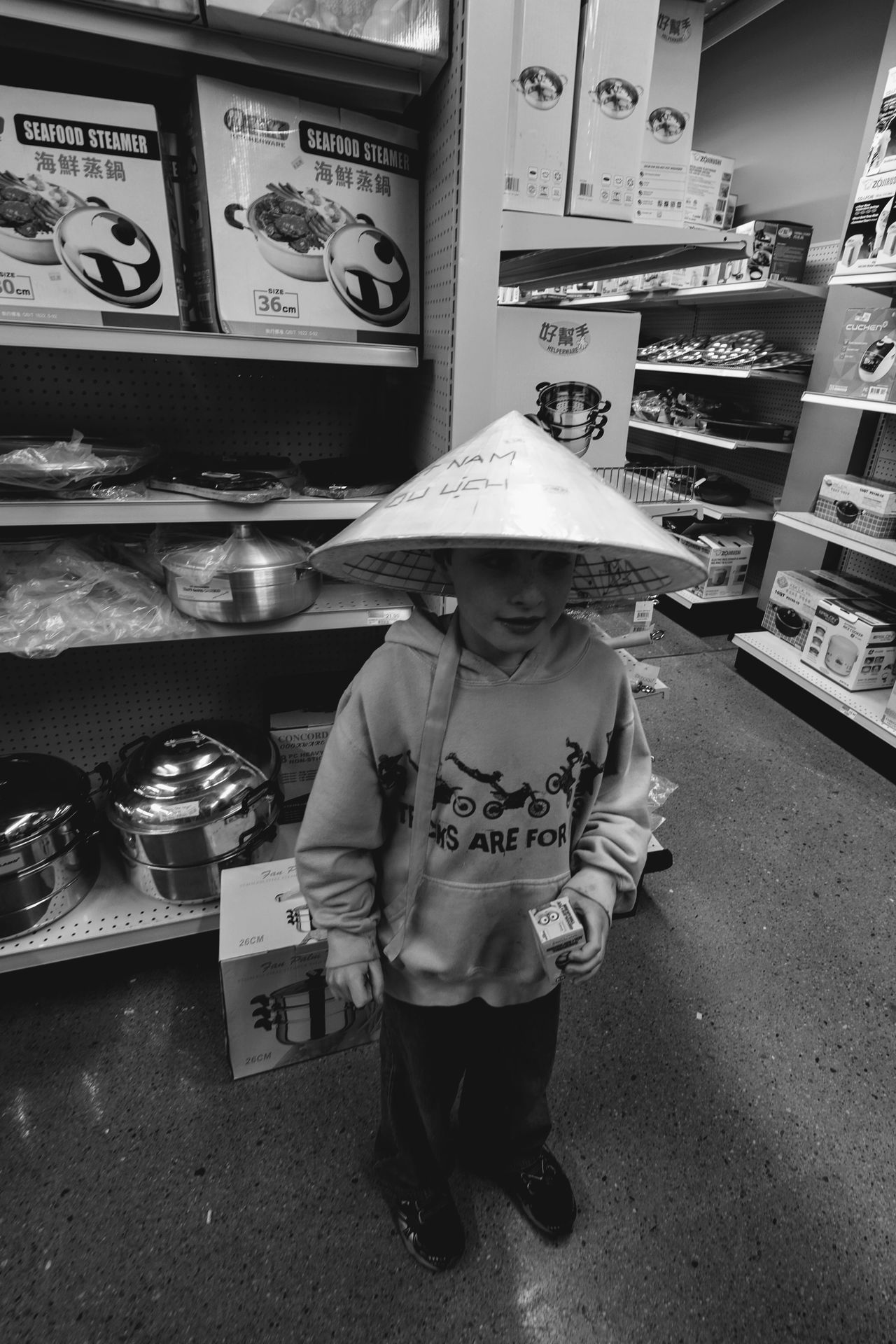 Visual Journal March 2017 Omaha, Nebraska Asian Conical Hat Asian Market Childhood Do'un Douliu Everyday Lives EyeEm Gallery FUJIFILM X-T1 Full Length Hat Leaf Hat Non La On The Road One Person Photo Diary Photo Essay Real People Shopping Standing Storytelling Sugegasa Visual Journal 斗笠 菅笠