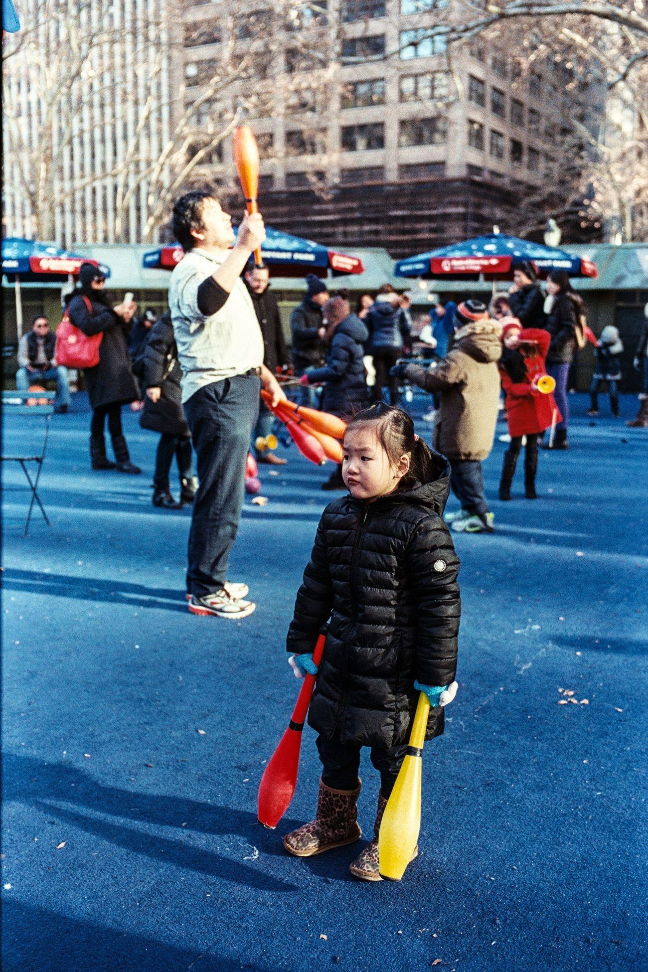 Streetphotography Fujifilm Fuji Superia X-Tra 400 Leica Leicam6 Newyork Children Juggler