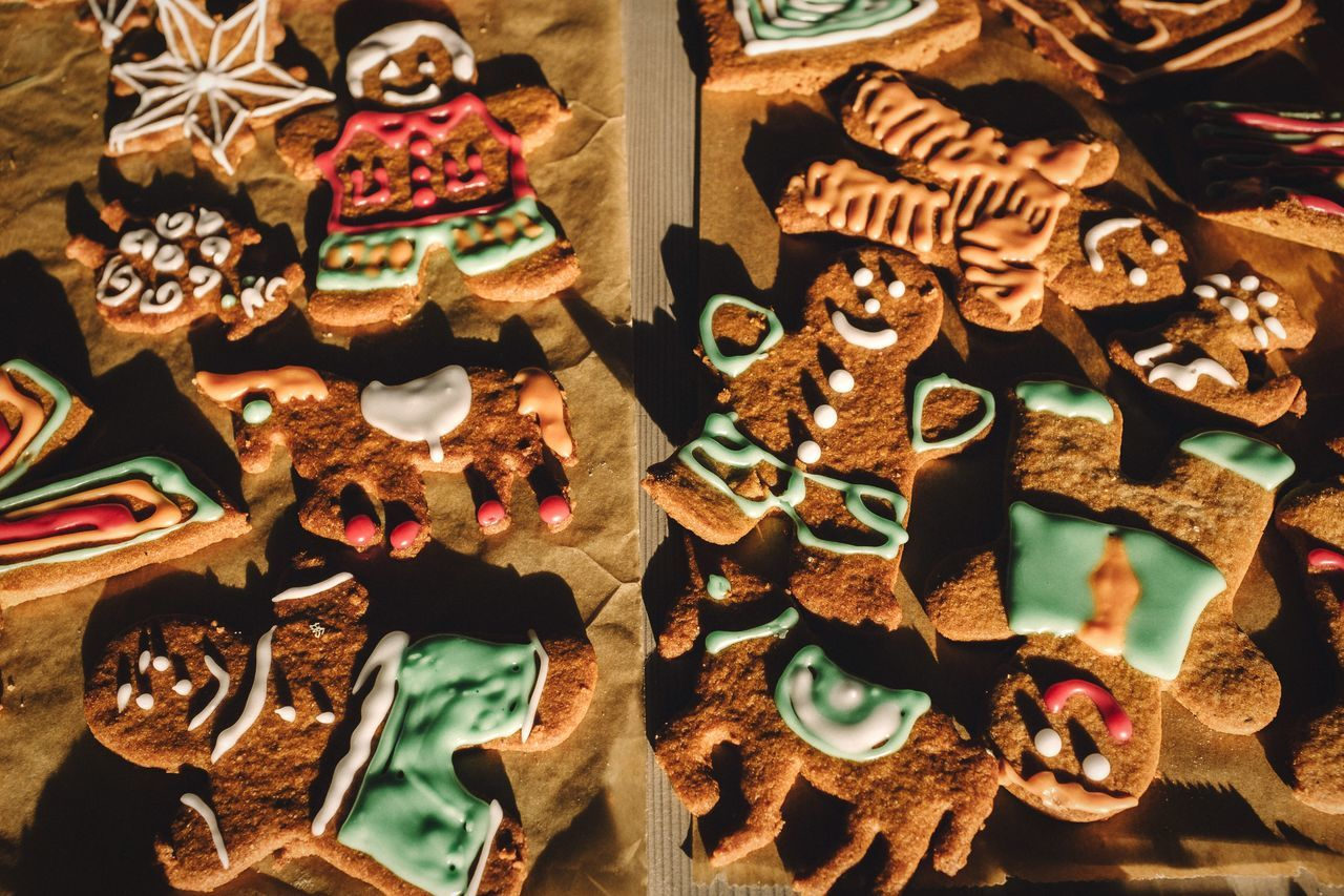 Gingerbread family Family Gingerbread Cookies Baking Baking Cookies Bread Dessert Dessert Porn Food Foodporn Smile Colorful Man Cartoon Woman Winter Wintertime Christmastime My Winter Favorites Christmas Cookies Christmas Decorations FujiX100T Brown Sweets Sweet