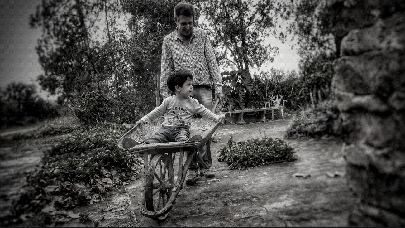 Momento de abuelo y nieto... Granfather Blackandwhite Blackandwhite Photography Black & White Outdoors Real People Winter Looking At Camera