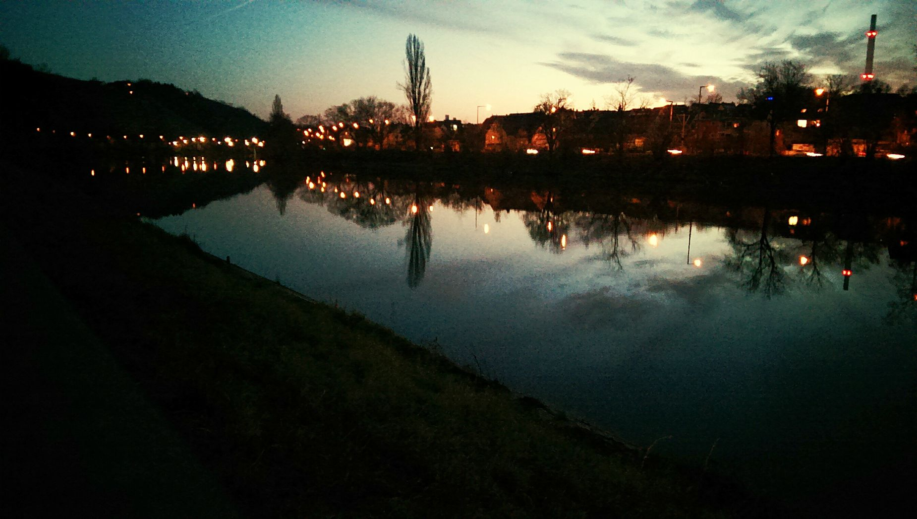 Freelance Life Hanging Out Taking Photos Relaxing Enjoying Life Water Neckar Dezember 2015 Sunset Pretty Love Stuttgart
