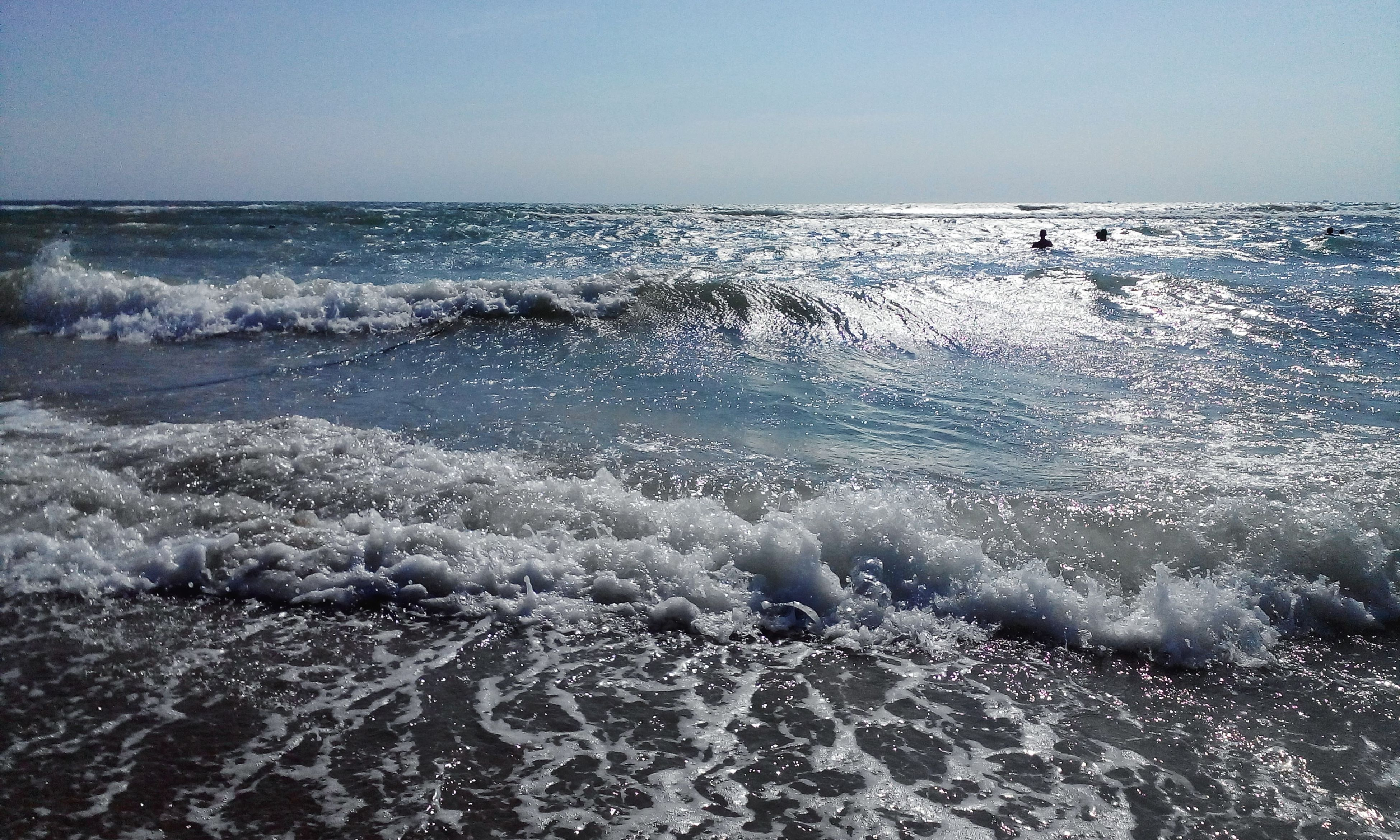 sea, water, horizon over water, clear sky, wave, beach, scenics, beauty in nature, tranquil scene, shore, tranquility, nature, surf, copy space, motion, idyllic, seascape, outdoors, splashing, sky