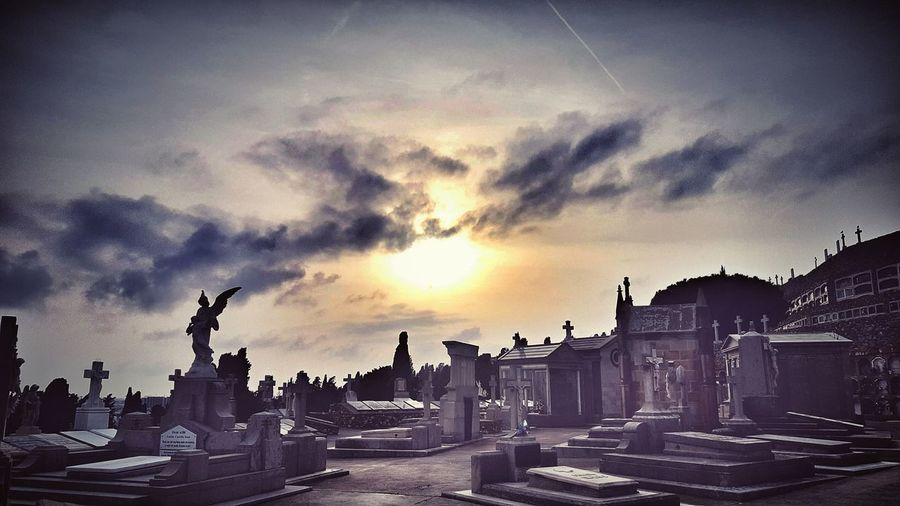 Sunset War Army Outdoors No People History Cemetery Photography OHMYGOD Godsaveme TillDeathDoUsPart Amen ♥ Rest In Peace ❤ Barcelona Dhrfotos City