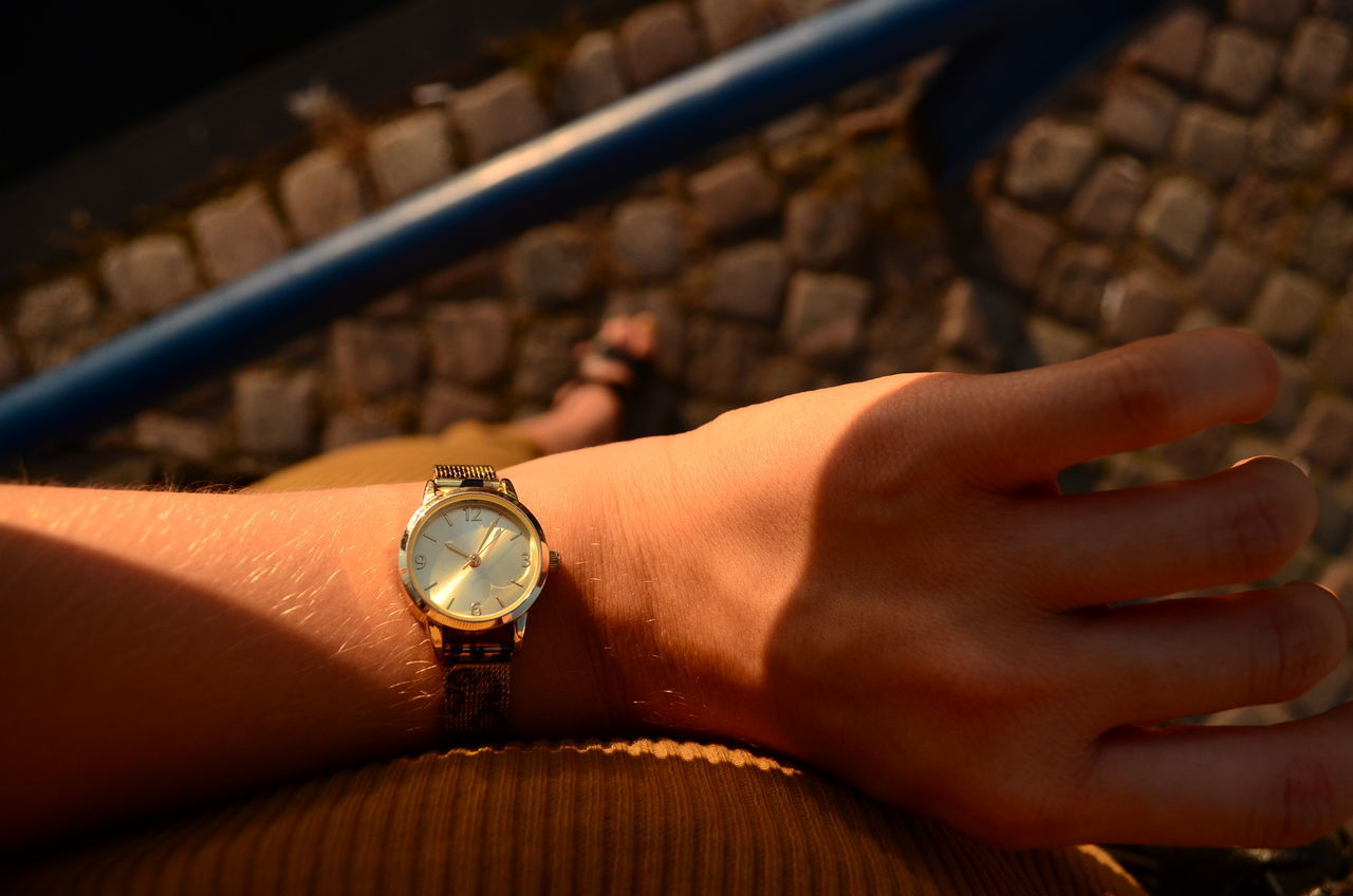 human hand, human body part, one person, human finger, ring, real people, time, watch, wristwatch, close-up, indoors, day, people