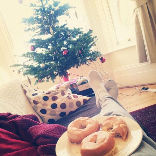 I have work to finish but for the next 15mins this is me ^___^ Christmas SundaysAreTheBest OnTheThirdDayOfChristmasMyTrueLoveGaveToMe ThreeCheesyBagels Snuggle Festive ChristmasTree Relax KeepCalmAndEatThatShit