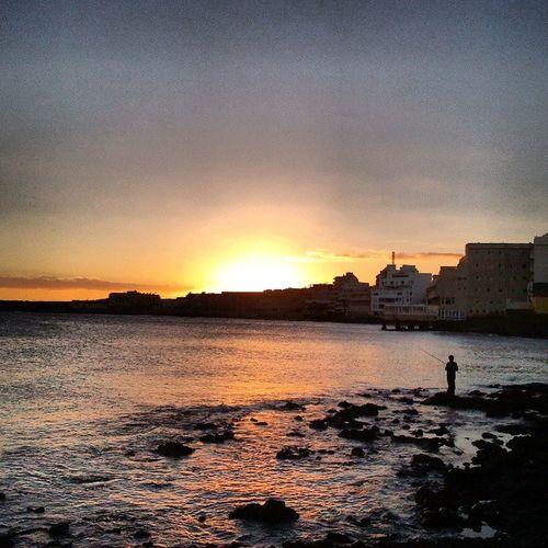 Medaneando con mi princesa, disfrutamos de este espectaculo. Sunset Atardecer Sea Mar milesdeetiquetas my_sunset @my_sunset elmedano tenerife Canarias CanaryIsland CanariasViva IgersCanarias IgersTenerife MillonesDeColores