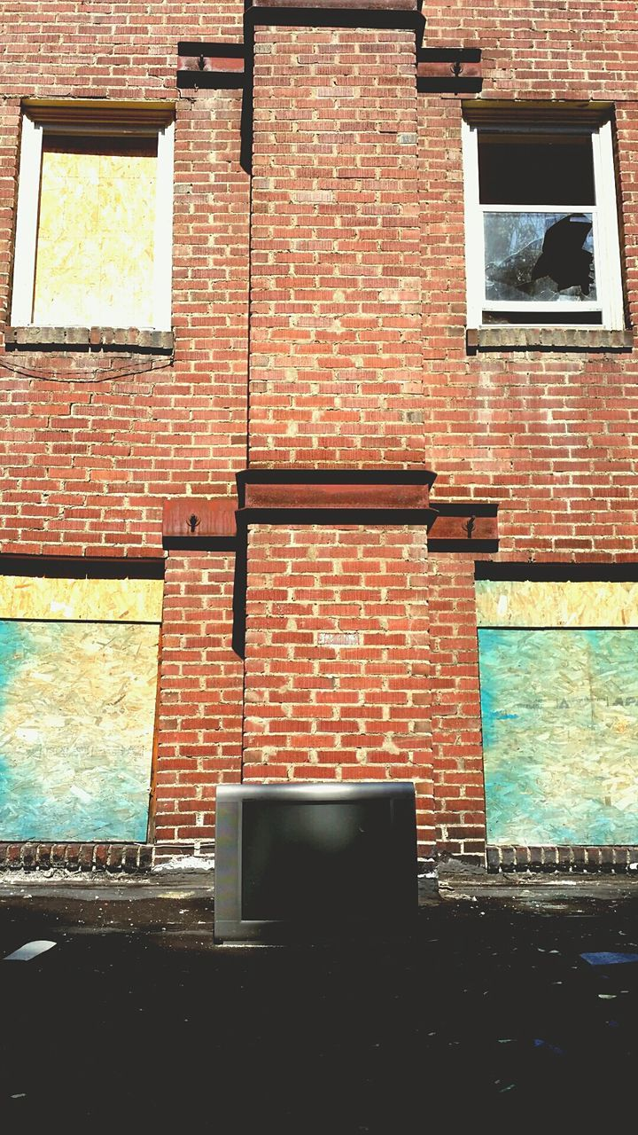 brick wall, built structure, architecture, building exterior, no people, day, window, outdoors