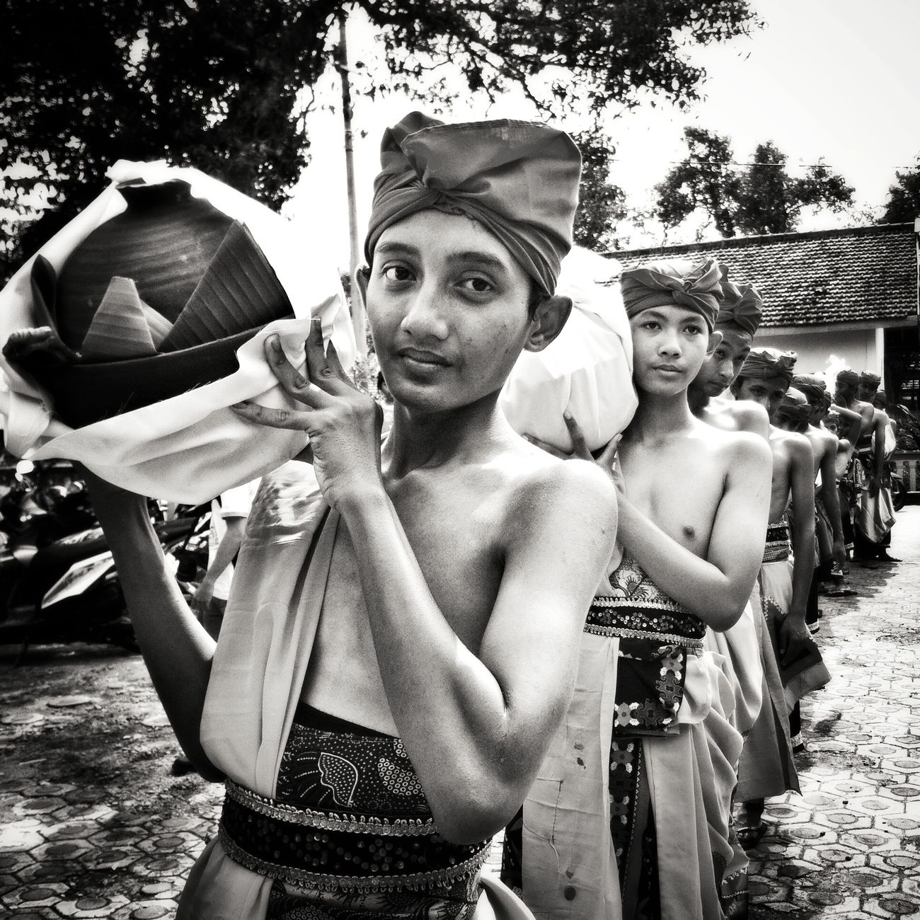 Pembawa sesaji HUMANITY First Eyeem Photo Humaninterest Hello World Enjoying Life People Black & White Culture Asian Culture INDONESIA