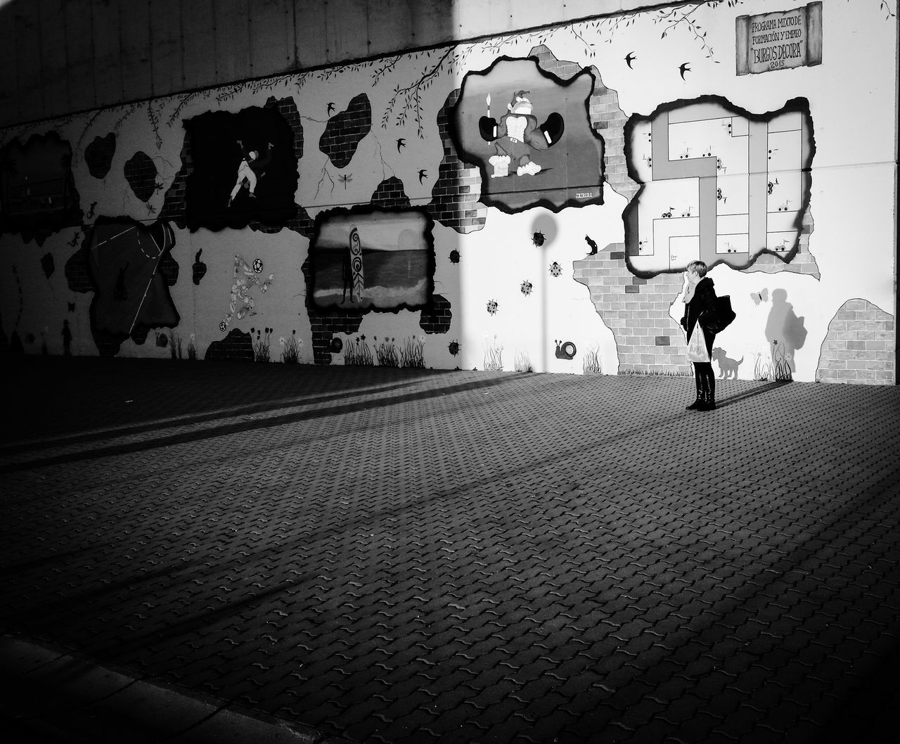 Graffiti Walking Men One Person Only Men Spray Paint One Man Only Outdoors People Adult Day Adults Only Chance Encounters EyeEm Best Shots - Landscape EyeEm Best Shots - Nature Eyeem Photography EyeEmbestshots Illuminated The Week On Eyeem Eye4photography Streetphoto_color Shootermag EyeEm Best Shots EyeEm Bnw The Week Of Eyeem Blanco Y Negro. Eyemphotography Burgos, Spain