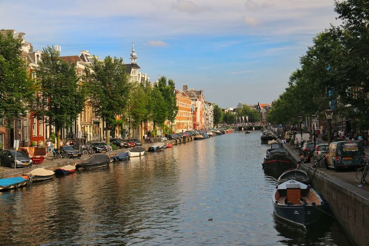 Amsterdam Canal Prinsengracht Netherlands Water Boats Cars Old Buildings Taking Photos Enjoying Life Idyllic Scenery Cityscapes Niederlande Häuser An Der Prinsengracht Boote Wasser