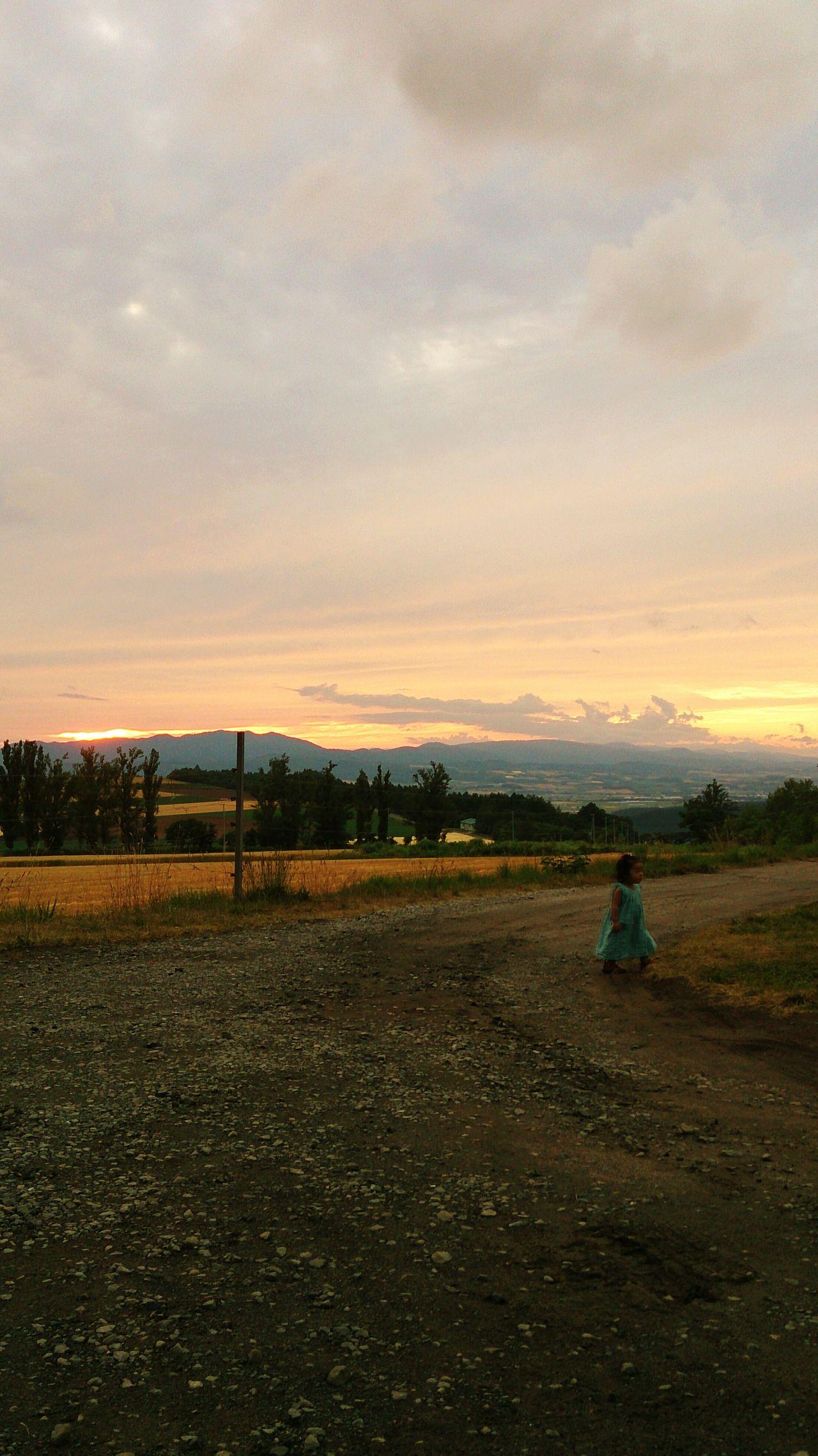 北海道 富良野 Japanese  Hokkaido 夕焼け 女の子 Sunset Girl Field Outdoor Beauty In Nature Golden Hour Magic Hour