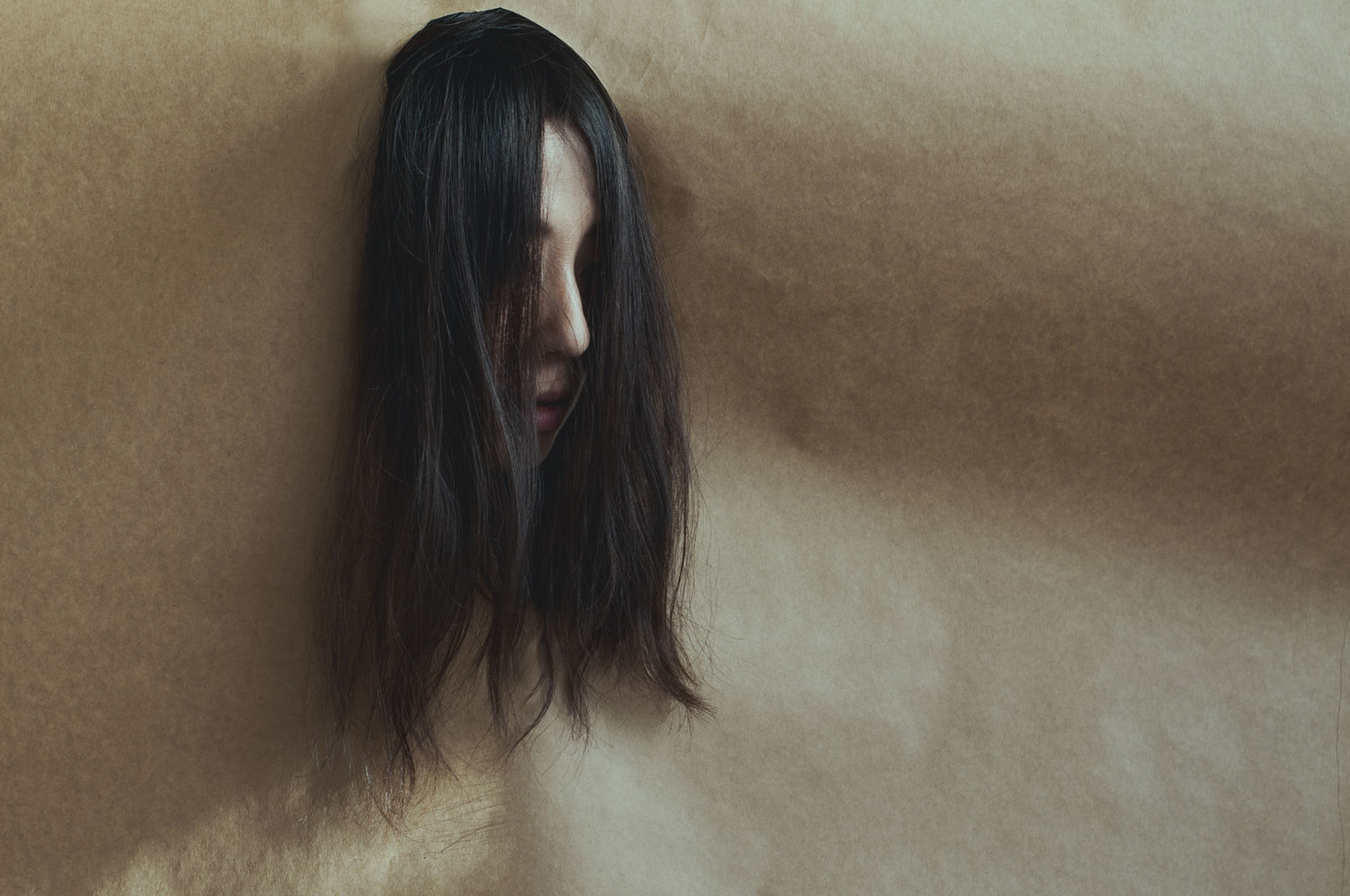 long hair, lifestyles, black hair, real people, indoors, women, one person, young women, close-up, adult, people, day