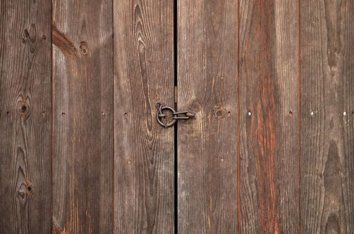 Traditional door / Korea . Door Wood - Material Textured  Old-fashioned Security Lock Backgrounds Pattern Wood Grain Architecture Building Exterior Woodn Korea Korea Tradition Traditional Door Hanok Traditional EyeEmNewHere