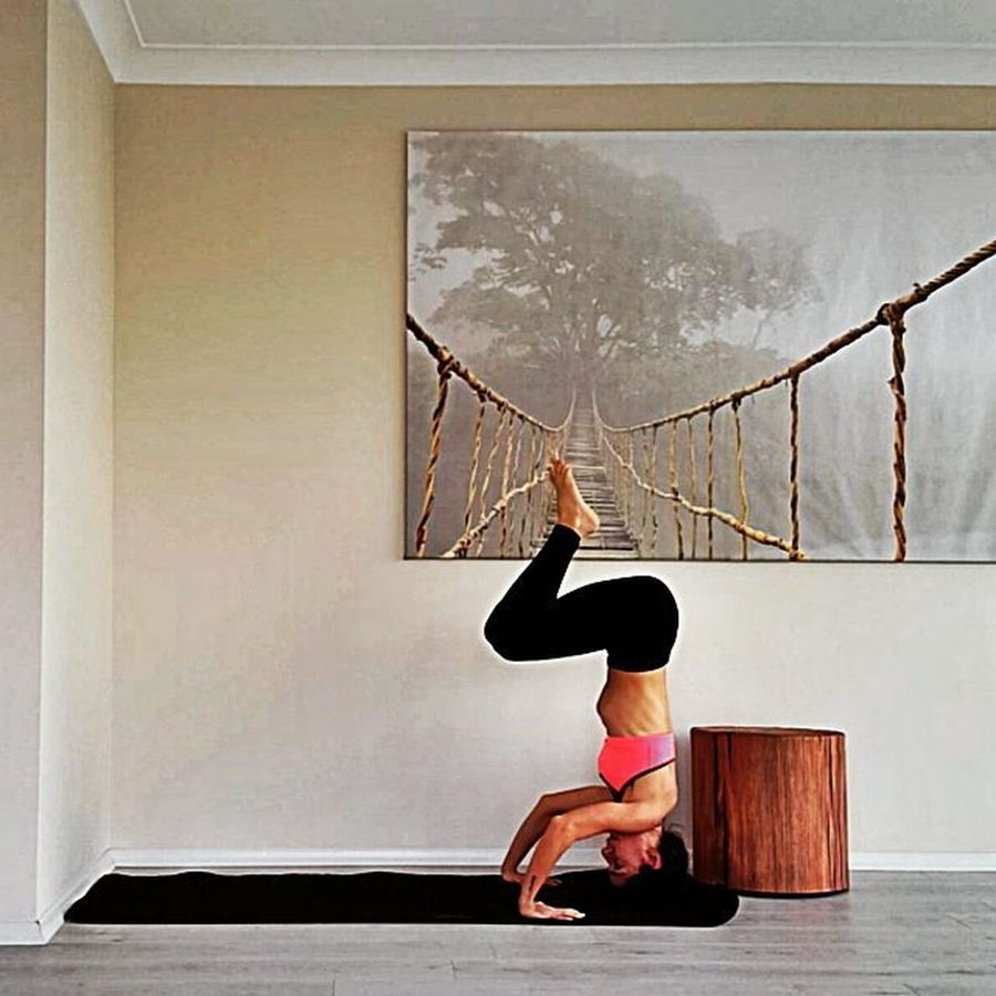 5 thing Yoga has taught me: * Honor your body 👑 * let go of things that no longer serve you 🔚 * Breathe ↪ * be present and okey with it 🆗 * you can archive more that you think 👊 Dailyogabydicle OM Yogalife Yogapractice Asana Yogagirl Sirsasana Headstand Dahaaktifdahamutlu Bestoftheday WomeninBusiness Namaste Yoga ॐ Yoga Pose Headstands