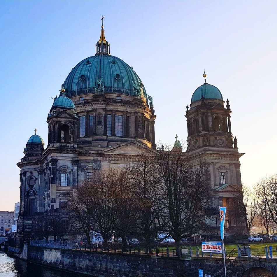 Berliner Dom EyeEmNewHere Architecture Built Structure Outdoors Sky City Best  Sunbeam Light Monument Afternoon Relaxing