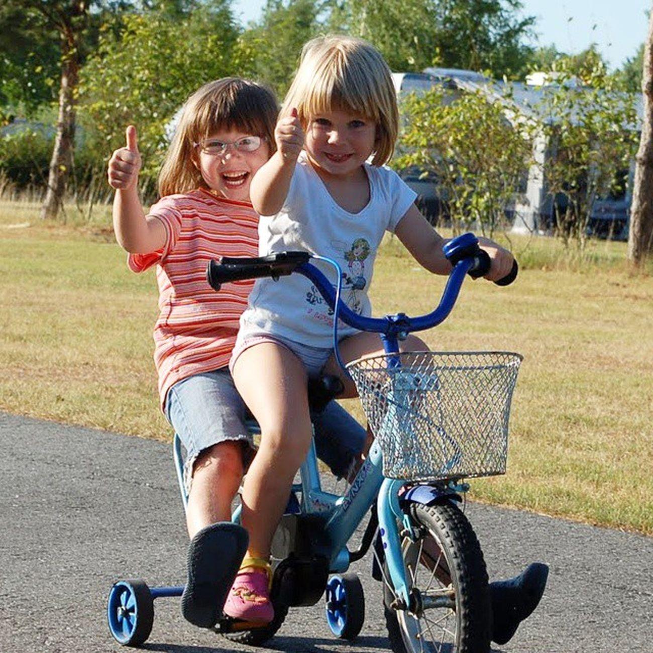 Kinder zaubern Lächeln und machen jeden Glücklich , wenn man sie nur lässt. Kindertag Childday Lasst euch auch beschenken, es kostet nichts ausser Liebe und ist einfach unbezahlbar😄 Kinder Lachen Campingplatz