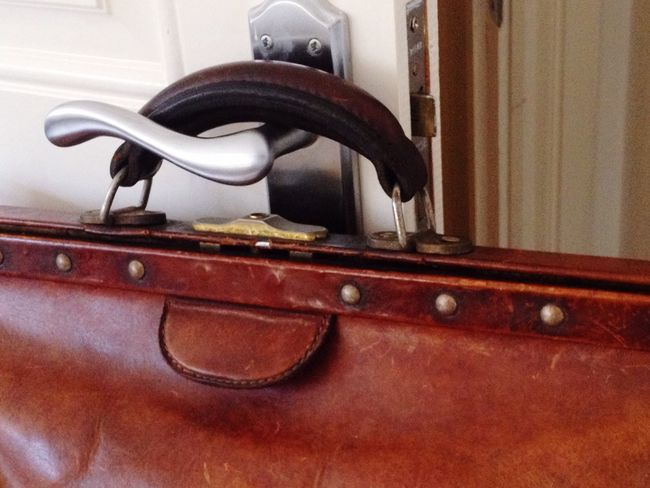 Waiting to leave and get on with the next chapter in my life. Patina Brown Leather Antique Vintage Gladstone Bag Luggage