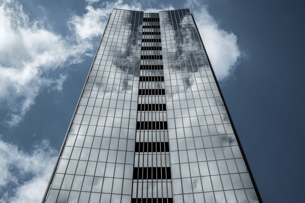 Samebuildingdifferentlook Adapted To The City Architectural Feature Architecture Architecture_collection Architecturelovers Building Exterior Buildings & Sky Cityexplorer Citylife Cityscape Cloud - Sky Clouds And Sky Façade Low Angle View Reflection Reflection_collection Sky