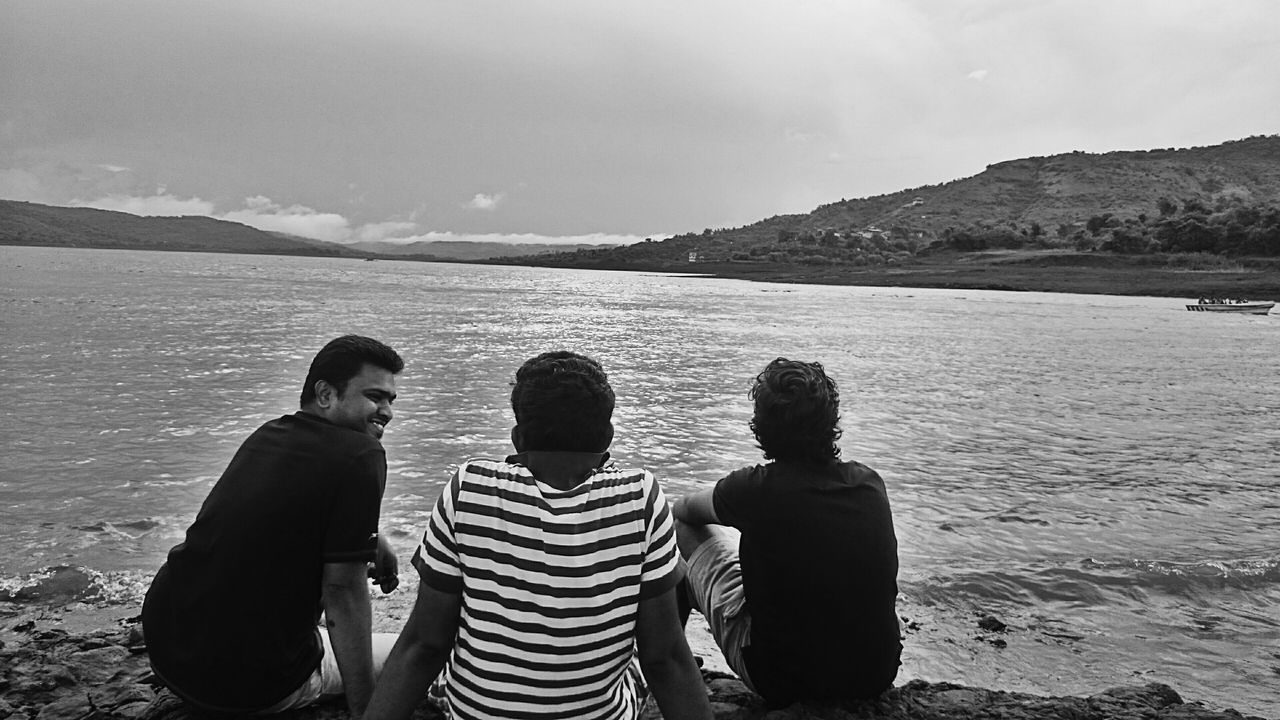 THESE Are My Friends First Eyeem Photo Lake Side Lake View Best Friends Peace And Quiet Human Vs Nature Xperiaphotography Xperiamoments Hanging Out With Friends