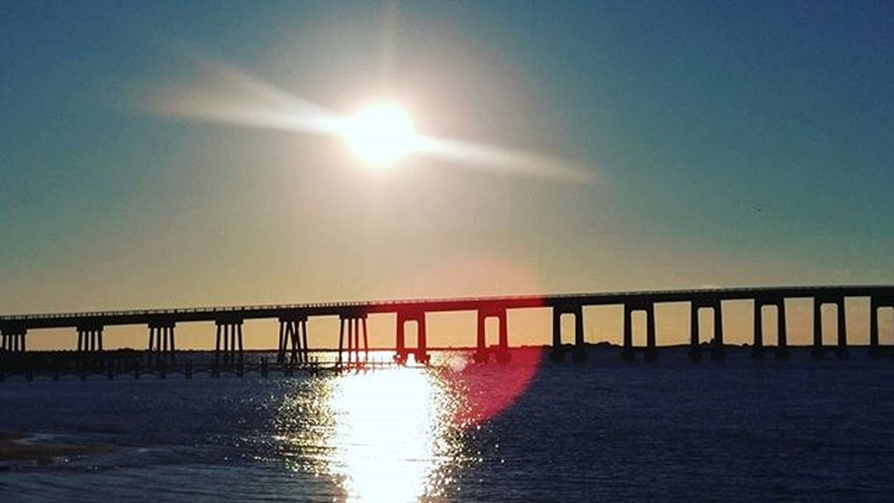 Manuelmode Sunrise Sunrays beautiful chilly morning LoveFl Emeraldcoast Emeraldcoasting NavarrebeachBridge Lgfanview LGG4 Lazerfocus @lggulf @lgusamobile @lgus @lgmobileglobal @LGUSAMobile @sharealittlesunshine @pureflorida Beachlife Reflection