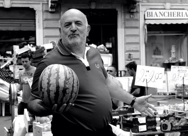 Round forms. Market. Milan The Portraitist - 2015 EyeEm Awards People Milan,Italy Blackandwhite Fruttivendolo 35 Mm OpenEdit Peoplephotography