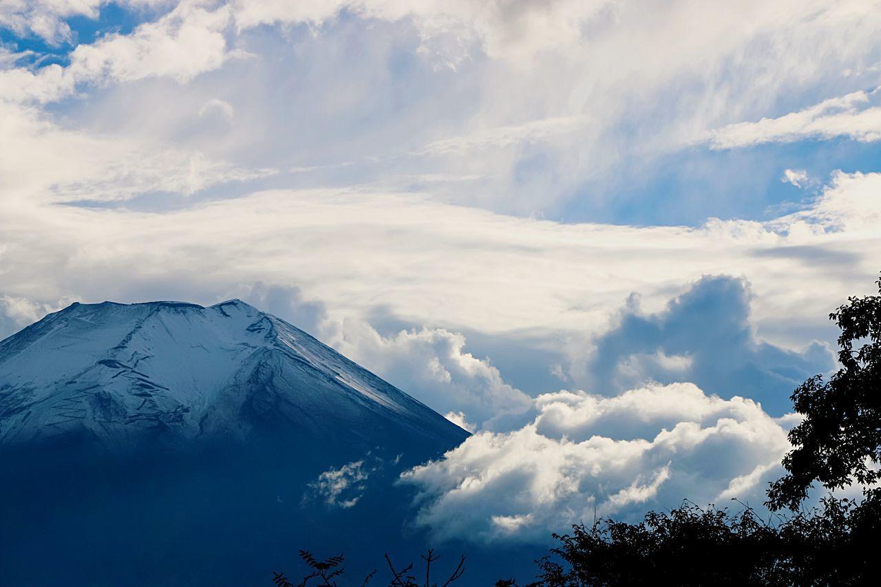 A Series Of Fuji Mountain's Picture -13 Mt.Fuji Autumn Fujimountain Cloud Fujimountain EyeEm Best Edits Eye Em Nature Lover Mountain View Fuji Mountain Snow Mountain Beautiful Nature