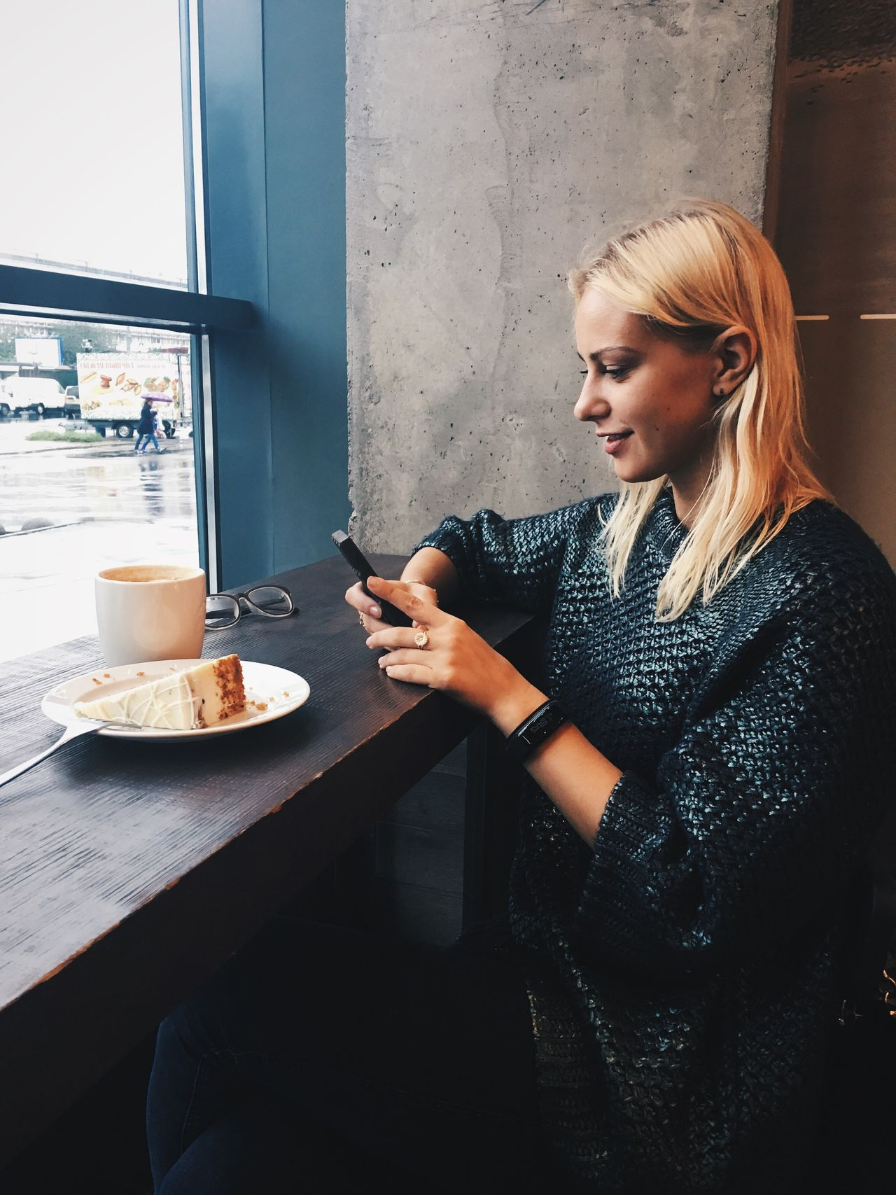 Beautiful stock photos of technology,  25-29 Years,  Cafe,  Casual Clothing,  Caucasian Ethnicity
