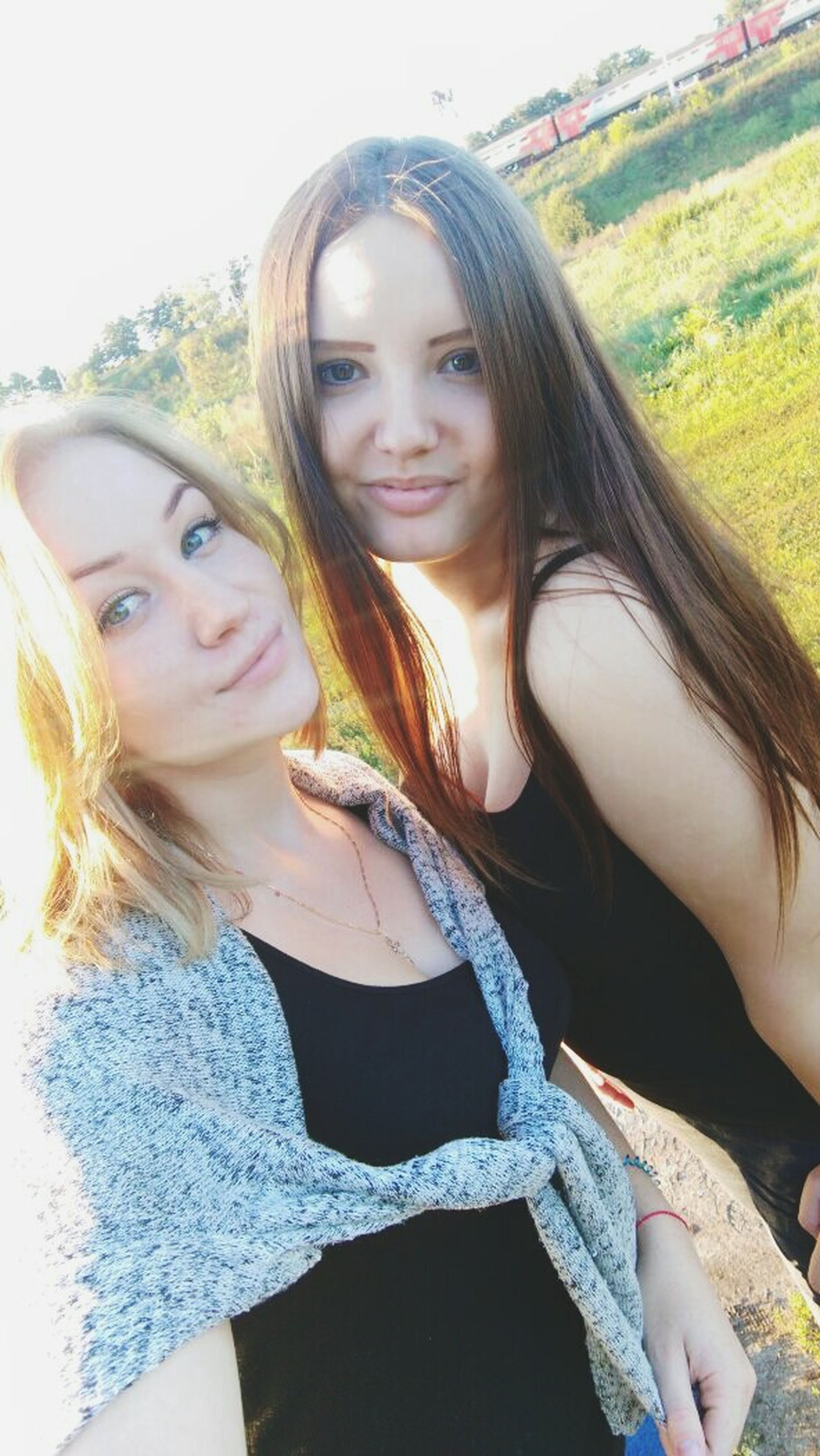 young women, long hair, leisure activity, smiling, portrait, young adult, person, lifestyles, front view, looking at camera, casual clothing, happiness, headshot, blond hair, beauty, day, outdoors