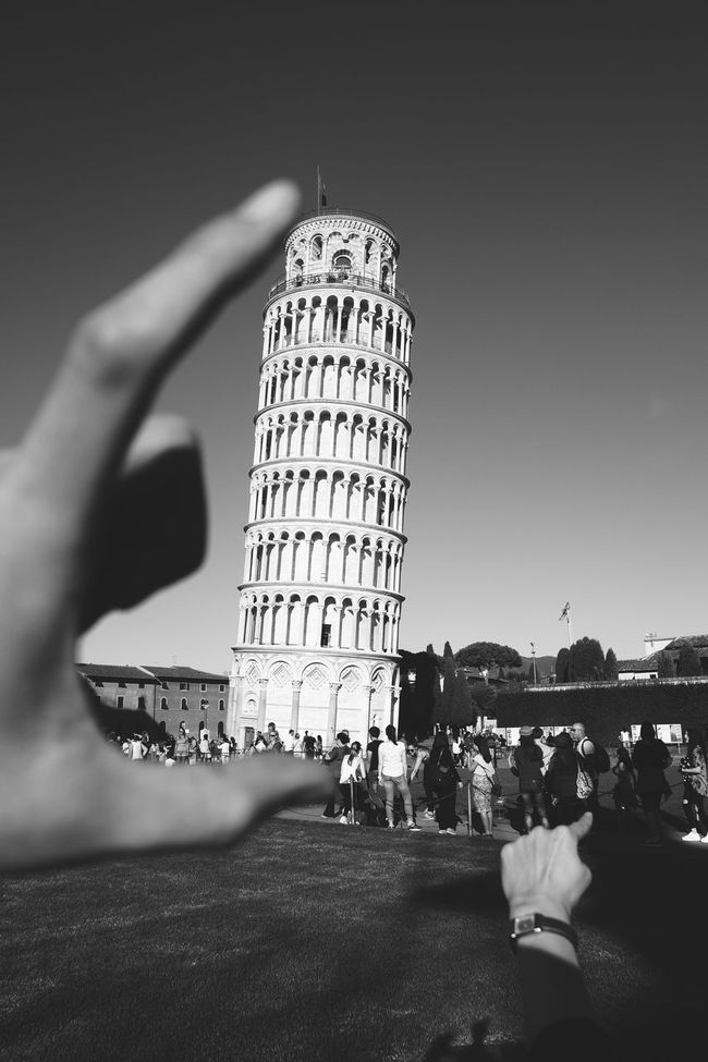 Un moment. Architecture Architecture Architecture Black And Whi Architecture_bw Architecture_collection Black And White City Day Outdoors Pisa Pisa Black And White Pisa Tower Pisa Tower Black And W Pisa, Italy