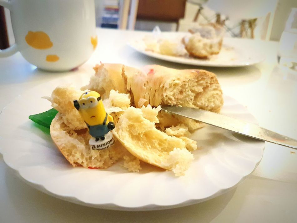 Roscondereyes Roscón Navideño Rosco Minion  Minions Haba Healthy Eating Food Plate Indoors  Freshness Food And Drink No People Close-up Ready-to-eat Table Christmas Decoration Quiet Moments December January