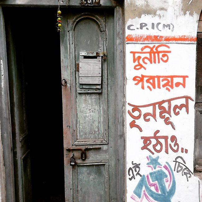 """Dewal likhon"" Graphitti in the Bylanes of North Kolkata... P.S. Not against any political party but yes corruption needs to be eliminated... Wwim11 Wwimkol11 Doorsofcalcutta Kolinstameet Streetsofkolkata Streetphotogrphy _soi _cic Instagram Northkolkata Bylanes Smartphone_photography Sony_xperia Chillies_Lemons Superstition  Bong Indian Calcuttacacophony Whywealllovecalcutta Oyeitsindia"